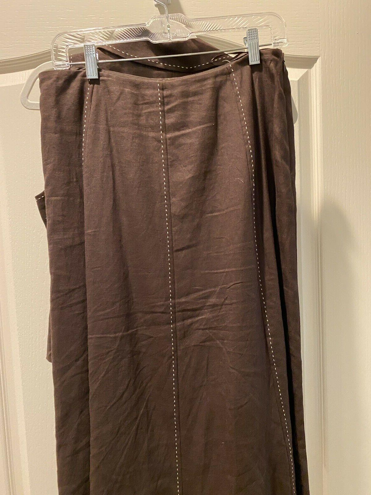 NWT, sleeveless skirt brown with top-stitch,